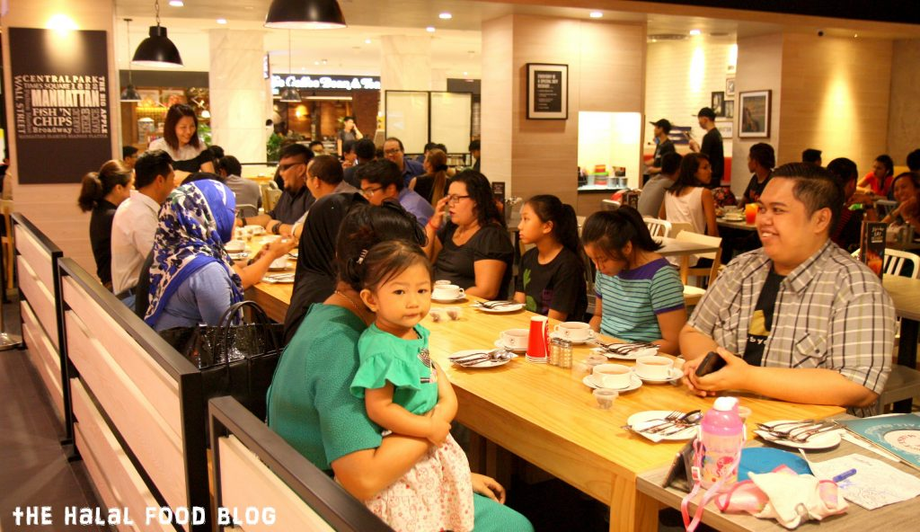 Everyone seated and waiting for Iftar... Full house at The Manhattan FISH MARKET!!