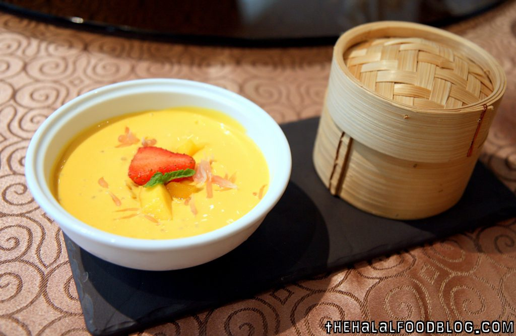 Chilled Mango Puree & Pomelo served with Golden Custard Bun (RM23++)