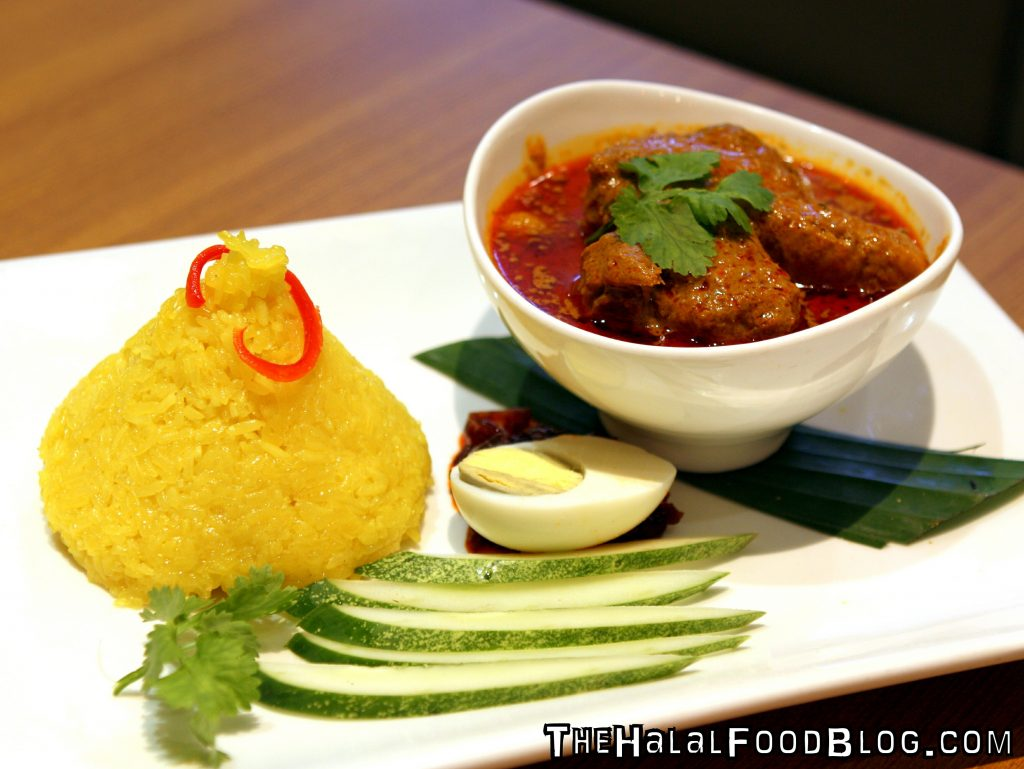 Nasi Kunyit with Curry Chicken (RM15.90)